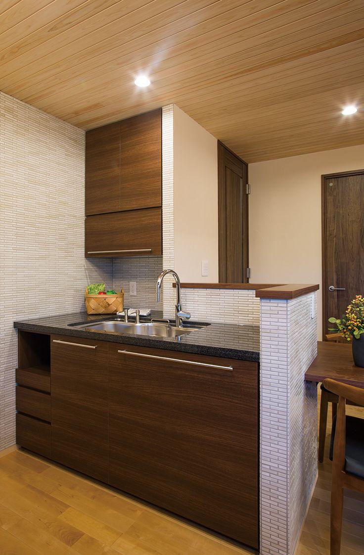 タイル、黒御影石を使った収納力のある新進建設オリジナルの造作キッチン。|キッチン|造作|オシャレ|モダン|自然素材|ウッド|インテリア|