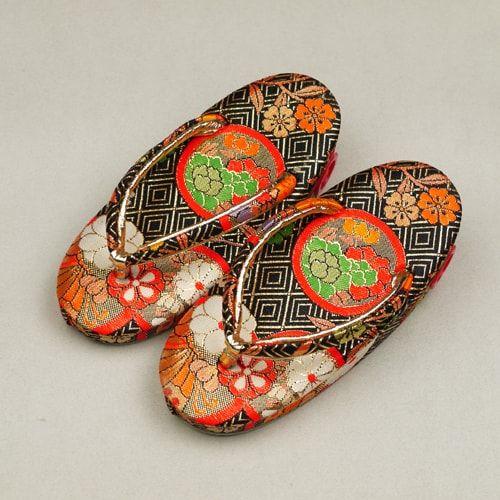 Japanese zouri shoes for girl child / 女児三歳児の七五三用としてご使用頂ける草履 http://www.rakuten.co.jp/aiyama #Kimono #Japan #aiyamamotoya