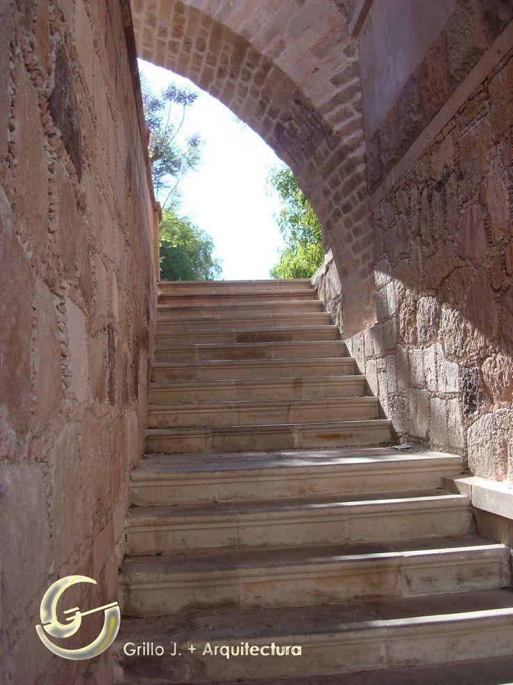 El Acueducto de Zacatecas, funcionó hasta el año de 1910, al ser retirada la Plazuela Villa Real a fin de dar paso a la construcción del actual Jardín Independencia.