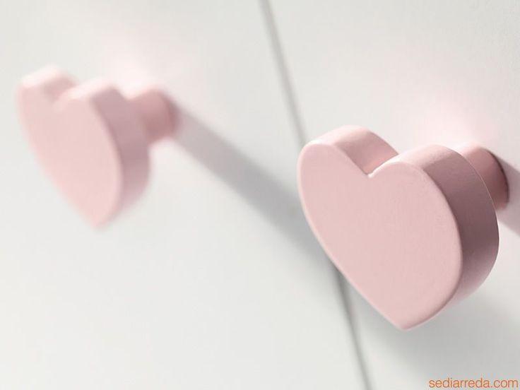 Heart-shape pommels Detail of the chest of drawers 'Loving Bear C'