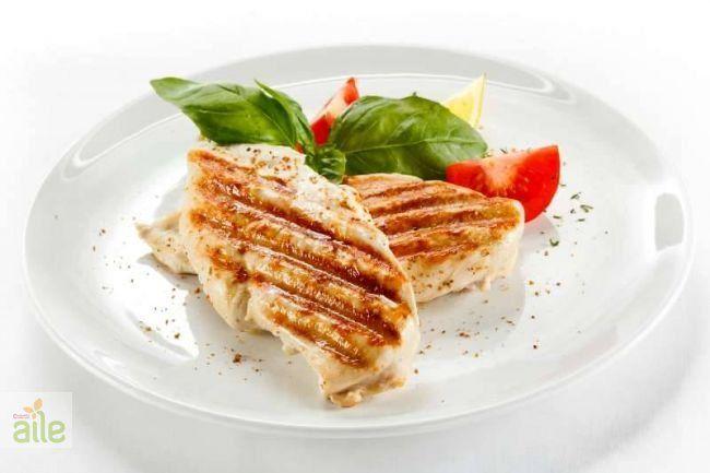 Tavuk izgara tarifi... Haşladığınız sebzelerin suyuna çay kaşığının ucuyla karbonat atarsanız, renklerini korurlar. http://www.hurriyetaile.com/yemek-tarifleri/et-yemekleri-tarifleri/tavuk-izgara-tarifi_1028.html