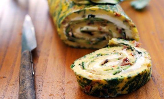 Rotolo di frittata farcito con formaggio e zucchine - LEITV