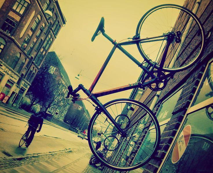 Holmbladsgade_bicycle.jpg 1.581 ×1.291 pixels