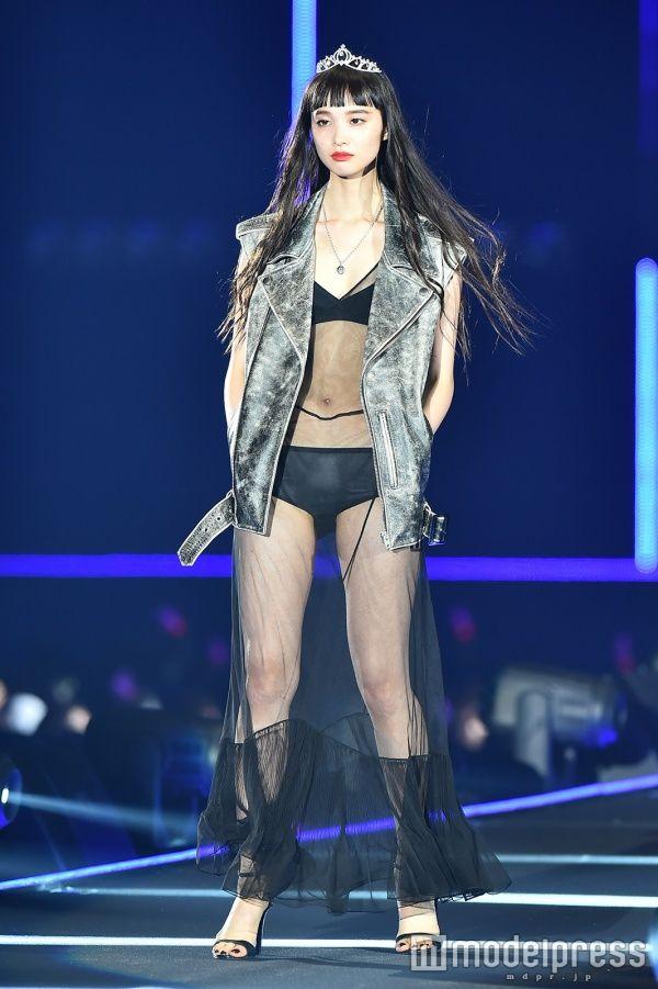 (画像4/7) ファッションフェスタ「第22回 東京ガールズコレクション2016 SPRING/SUMMER」に出演した萬波ユカ(C)モデルプレス - 看護師からモデルに転身!萬波ユカ「苦悩の日々でした」ショーモデルのシビアな世界を語る モデルプレスインタビュー