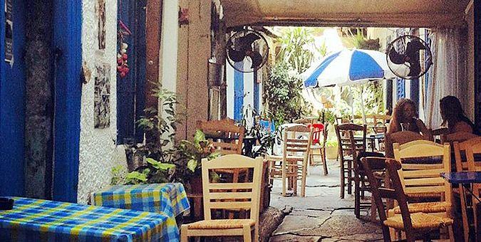 Φτηνά μεζεδάκια σε 5 υπέροχες αθηναϊκές αυλές - Δείτε τα! | eirinika.gr