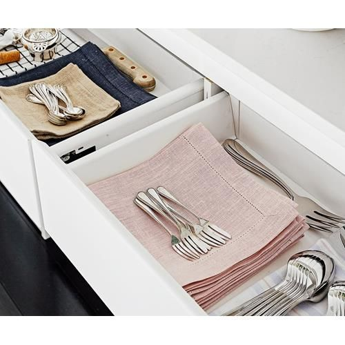 Find out how to choose a cutlery set, using our advice on to select the best knives, forks and other silverware for your home.
