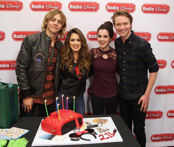 Ross Lynch,Laura and Vanessa Marano,and Calum Worthy