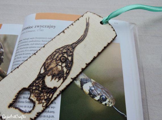 Snake head wooden bookmark - Grass snake pyrography design - Snake head burned in wooden bookmark - Nature lovers bookmark snake lovers gift