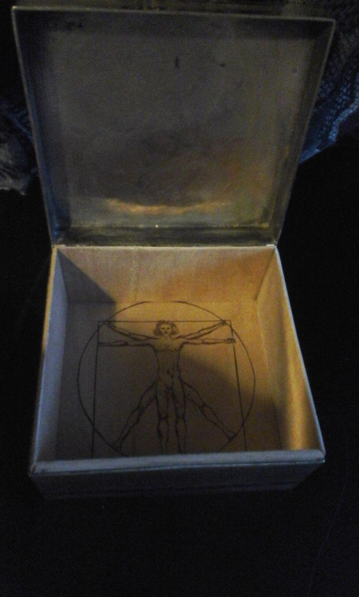 Homme de vitruve / Vitruvian man, leonard de vinci Wood burning / pyrogravure 10cm x 10cm