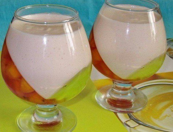 1. Шоколадное желе Ингредиенты: ● 1 литр молока, ● 1 стакан сахара, ● 2 плитки шоколада черного, но можно и молочный(200 гр) ● 20 гр. жел...