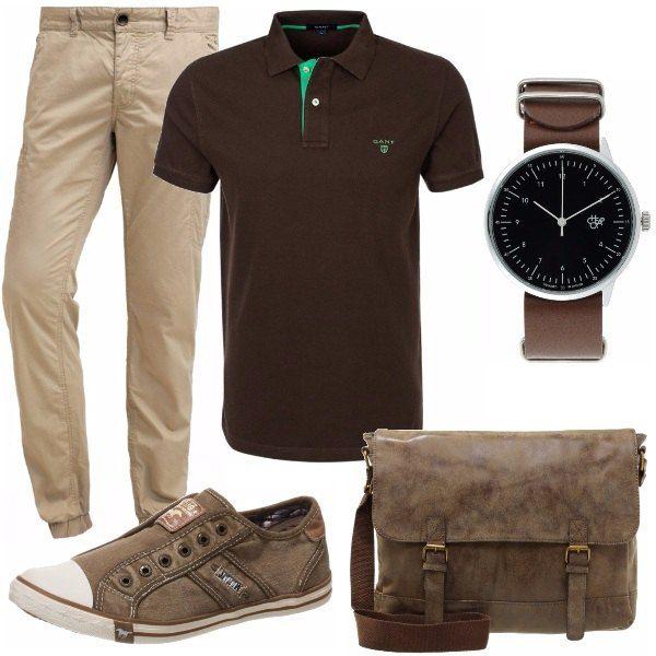 Outfit casual con molti particolari: pantaloni stretti alla caviglia, polo cioccolato con inserti color menta, scarpe senza stringhe e borsa dell'effetto vissuto.