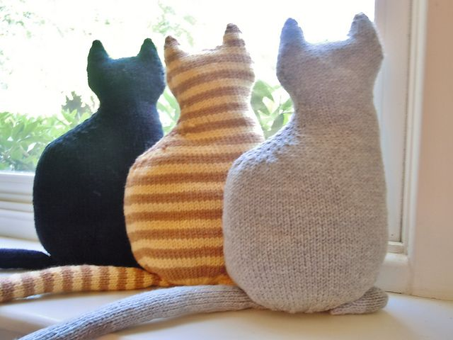 meow - I have to make a window kitty, or three! Definitely going to sew these, my knitting skills are lacking! These are the exact colours of my boyfriends parent's cats so this is the perfect project!!