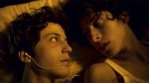 """El cortometraje argentino """"Amor crudo"""" relata la historia de un adolescente que siente una especial atracción por su compañero de colegio."""