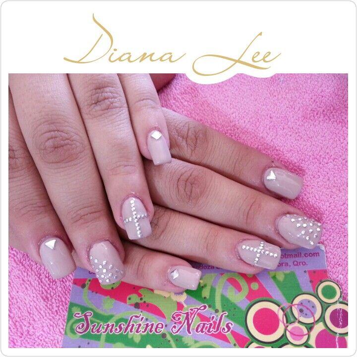 Uñas con estoperoles Facebook: Sunsine Nails Instagram: LEEMOONBYDIANALEE