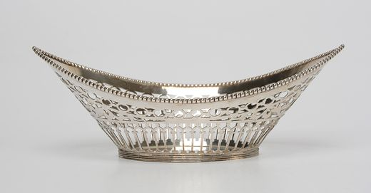 Spitsovale ajour zilveren bonbonmand met parelrand en filetrand - Jac. van Straten, Hoorn (1901/1918) - 1913 - gehalte 0.835 - 97 gram