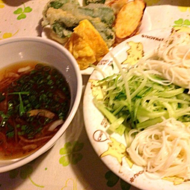 あんまり暑いので、みんなはお素麺と野菜天ぷら    私はお素麺は少しで後は胡瓜で我慢ガマン‼ - 17件のもぐもぐ - 素麺食べたいので冷やし胡瓜 by lalanoir