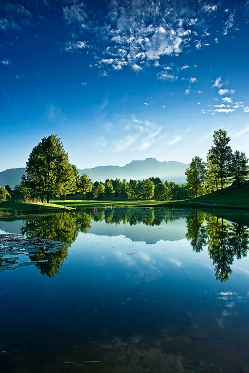 Drakensberg, South Africa: I still consider this a country that is blessed with some of the best natural scenery in all the world. We went in 1996 for a one month driving trip from Cape Town to Pretoria.....my husband's idea of a honeymoon. I got used to it after a week or so!