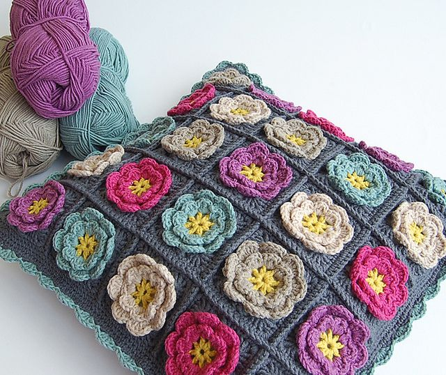 Flower granny square pillow | Flickr – Condivisione di foto!