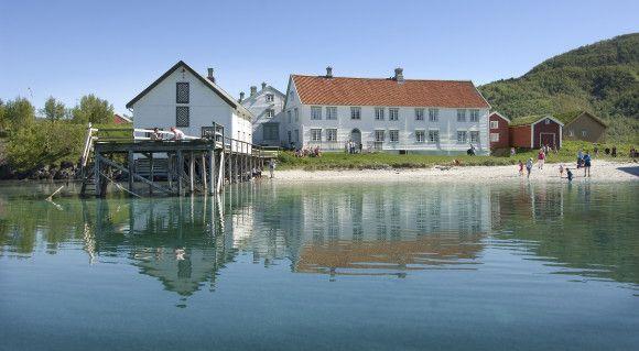 På Kjerringøy finner du Norges best bevarte gamle handelssted. Foto: Ernst Furuhatt