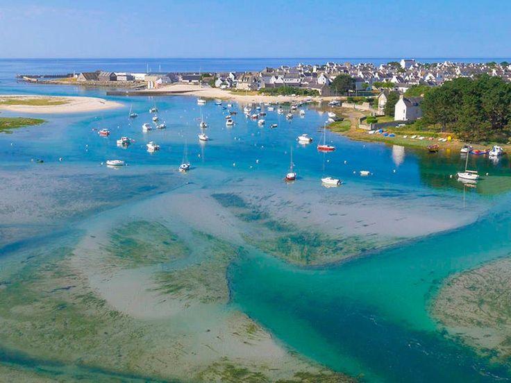 C'est sur la commune de Lesconil-Plobannalec et au bord du Ster, un bras de mer qui, depuis le port de Lesconil, s'élance dans les terres jusqu'au bourg de Plobannalec, à moins de 3 kilomètres de l'océan, que l'on retrouve le camping L'Océan Breton. Lorsque la marée est haute, celui-ci se trouve presqu'entièrement entouré par les eaux du Ster. Le domaine sur lequel cet établissement s'est installé forme en effet une quasi-presqu'île au milieu des terres !