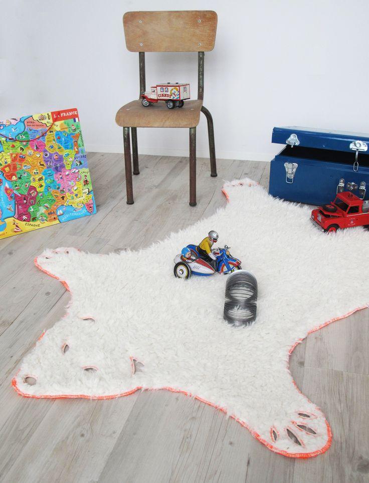 les 25 meilleures id es de la cat gorie tapis peau ours sur pinterest tapis d 39 ours sanctuaire. Black Bedroom Furniture Sets. Home Design Ideas
