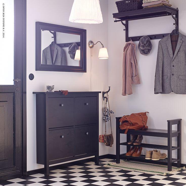Geen rondslingerende schoenen en laarzen in deze gang dankzij de HEMNES schoenenkast.  Ideetje voor onze gang #IKEA