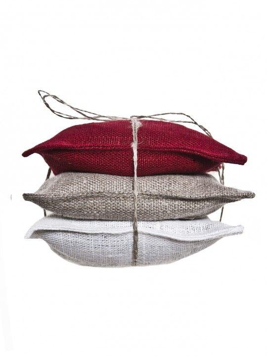 Vendela scented pad True red.  #Himla_ab #himla #scentedpad #linen #scents #wardrobe #fresh