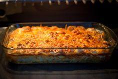 Din cateva ingrediente obtii o cina satioasa si complexa, cu o crusta delicioasa de sos bechamel si branza.