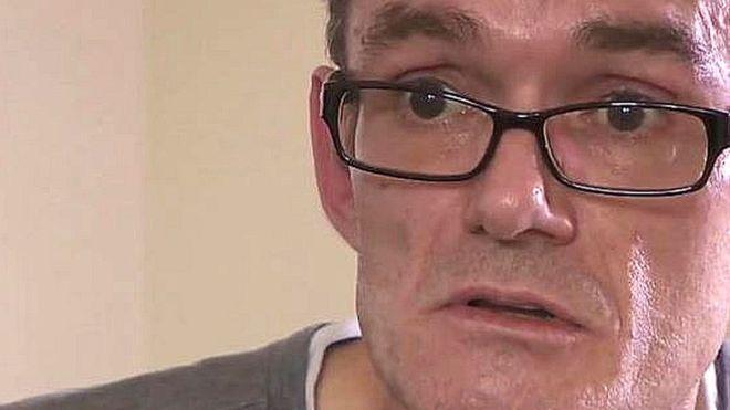 #Cansado de esperar una cita en el hospital, este hombre se operó a sí mismo - La Opinión: La Opinión Cansado de esperar una cita en el…