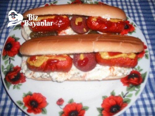 Goralı Sandviç Tarifi Bizbayanlar.com  #AmerikanSalatası, #Ketçap, #Mayonez, #Sandviç, #SarımsakSalça, #Sosis,#SandviçTarifleri http://bizbayanlar.com/yemek-tarifleri/sandvic-tarifleri/gorali-sandvic-tarifi/