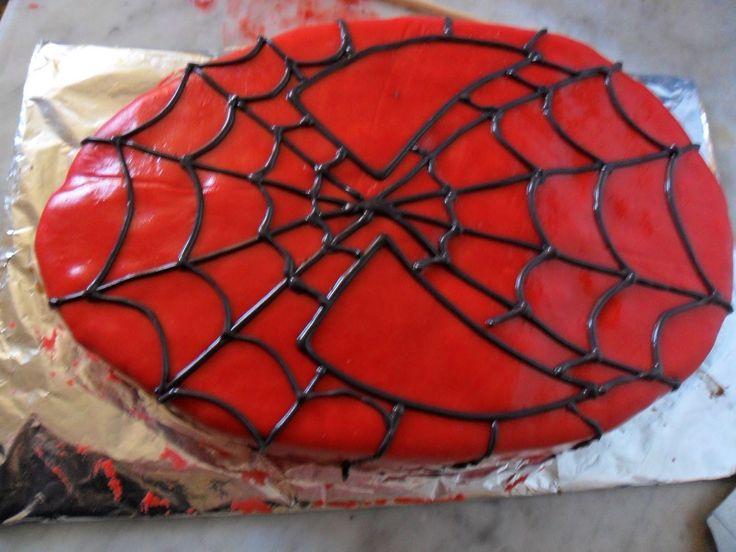 Esta es la tarta de spiderman que Odín me llevaba pidiendo mucho tiempo para su cumpleaños. La verdad es que me siento orgullosa de ella...