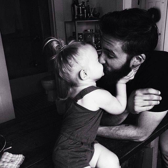 https://i.pinimg.com/736x/d7/24/fb/d724fb8a2a8c9ec615a1d46b63cdd034--daddys-little-girls-daddys-girl.jpg