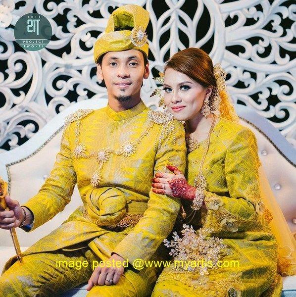 62 GAMBAR - KEMERIAHAN MAJLIS RESEPSI JIHAN & UNGKU HARIZ   Semalam majlis resepsi Jihan Muse dan Ungku hariz telah berlangsung dengan meriahnya di Menara Naza Taman Tun Dr Ismail (TTDI) Shah Alam. Dalam majlis tersebut Jihan dan Ungku Hariz nampak bergaya dan sama padan dengan berpakaian songket berwarna kuning laksana pasangan diraja sedang bersanding.<< BERITA & GAMBAR SELANJUTNYA - SILA KLIK >> via My Artis Gosip