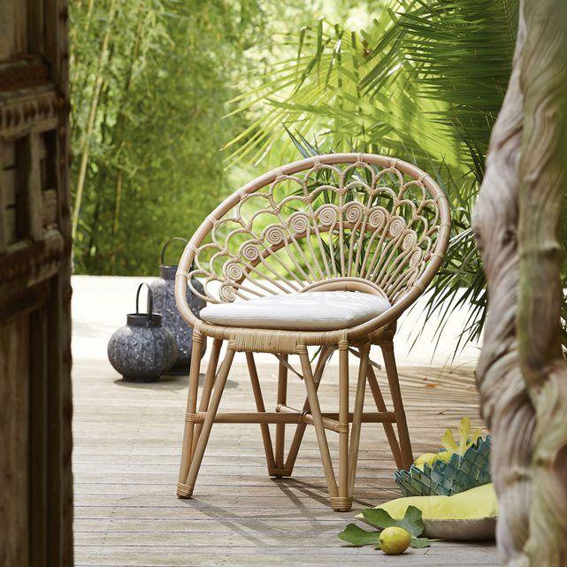Léger, robuste et confortable avec ce fauteuil en rotin est un indispensable du jardin ! -★-