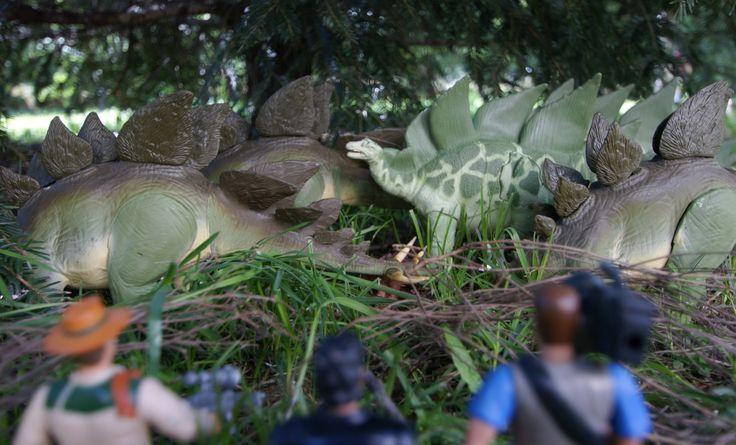 The lost World, Eddie Carr, Ian Malcolm et Nick Van Owen découvre Isla Sorna le monde perdu.  Un troupeau de stégosaures sera leur première rencontre avec des dinosaures....