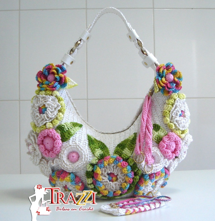 Catiele Crochet: Crochet Bella Bag - White with Gold [More beautiful inspiration for something more subtle for me, and made to coordinate with the flowery scarf or necklaces on my Jewelrymaking board from Silvia Gramani.]