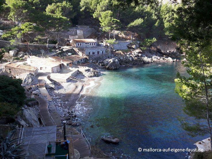 Bucht und Bootsgaragen von Sa Calobra, Mallorca