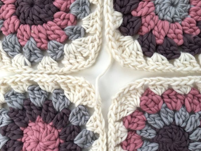Free crochet pattern - how to make and join granny circles within a sq – By Hand London