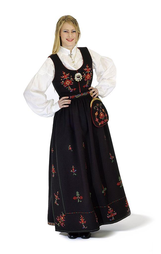 Kvinnebunad fra Stranda = Female bunad from Stranda #norway