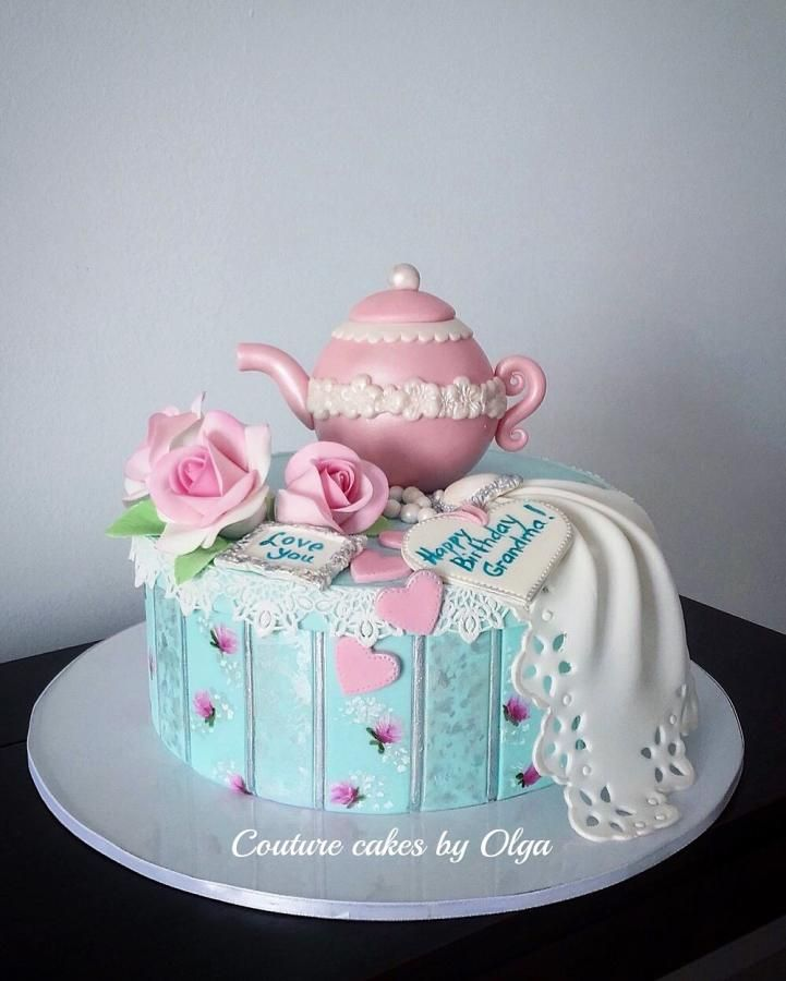 Tea pot once more….this time I painted the cake and decided to do a pink pot…