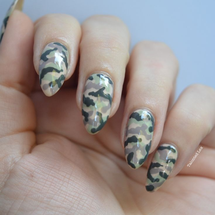 Camouflage #nailart - Talonted Lex. Handpainted using Essie nail varnishes.