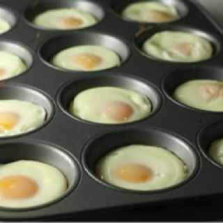 CookDazzle way of making eggs to a croud.