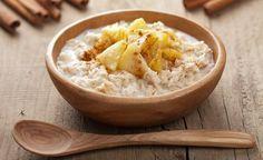 Diese basische Buchweizengrütze erinnert an das englische Porridge. Buchweizen ist ein aussergewöhnliches Lebensmittel. Er schmeckt wie ein Getreide, ist aber keines. Buchweizen hat mit Weizen oder anderen Getreidearten nicht viel zu tun. Buchweizen gehört nicht – wie die üblichen Getreidearten – zu den Süssgräsern. Buchweizen ist ein Knöterichgewächs, wie etwa Sauerampfer. Folglich ist Buchweizen auch frei von Gluten und Weizenlektinen.
