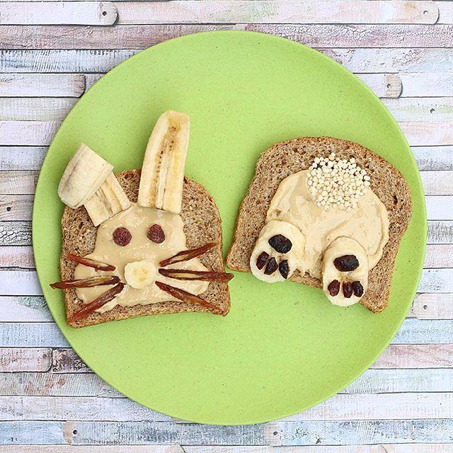 WEBSTA @ minrebolledo - Brunch de conejo de pascua!!! 🐰😋 Pan Ezekiel (de granos germinados), mantequilla de maní casera, plátano para las orejas, nariz y piernas, frambuesas deshidratadas para los ojos, dátiles para los bigotes, pipocas de quinoa para la cola y cranberries para las patitas ✌🏻️⚡️•#pascua #conejo #conejito #desayuno #brunch #easter #bunny #bunnylove #saludable #peanutbutter #healthy #healthychoices #happyeaster #chile #chilegram #foodart #kids #niños