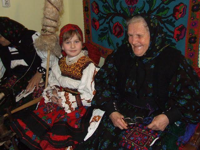 How to keep tradition alive - City House of Culture / Cum se menține vie tradiția în Oaș - Casa Orășenească de Cultură Negrești-Oaș, Satu Mare, România 2012 [2015 http://actualitateasm.ro/stiri/39765-traditii-din-oas-casa-oraseneasca-de-cultura-negresti-oas-a-organizat-o-sezatoare-de-lasatu-secului]