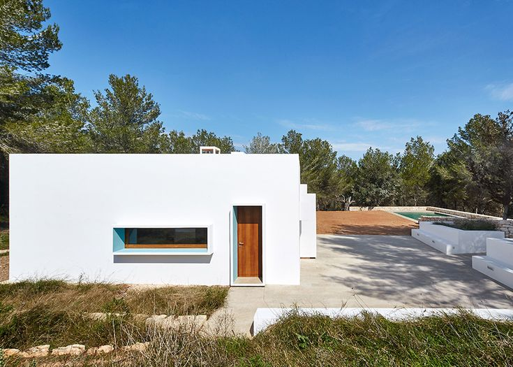 Top 25 ideas about spanish houses on pinterest glazed tiles modern pool house and spain holidays - The house with protruding windows ...