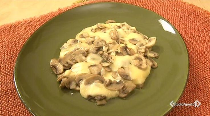 La ricetta dei funghi al forno, proposta da Tessa Gelisio nella puntata di oggi di Cotto e mangiato.