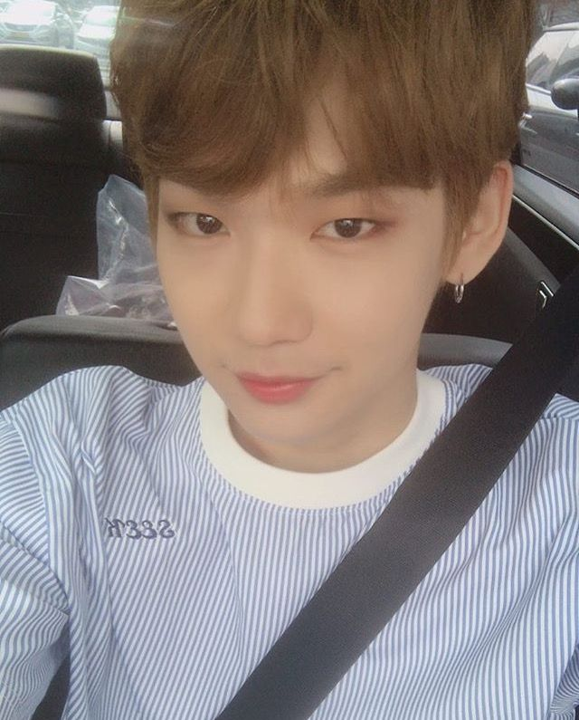 Takada Kenta, 24, is a Japanese trainee under Star Road Ent. He has been a trainee for 1 year and 3 months. He was ranked 24th in ep 10 on Produce101. Kenta says his hobbies are studying and finding cafes, and his specialties are latte art and Korean. He is a confirmed member of JBJ. Many wishes to him!