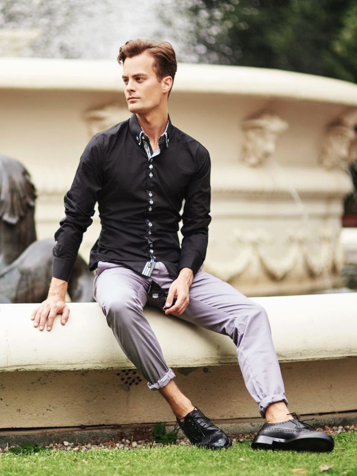 Unique Bolf's styling for an elegant gentleman. This time we match the dark top with bright trousers. A black shirt and chino trousers are a classic match-up. That's why we boost the look up with sunglasses and a double button-down collar and a decorative fastening.