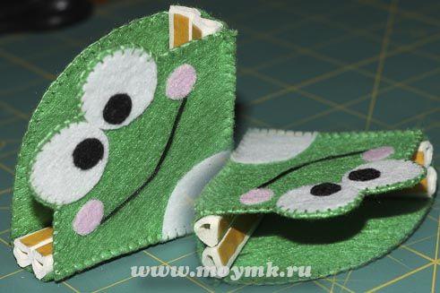 #из_фетра А кто сказал, что фетр лишь для того, чтобы шить из него тапки, ободки и игрушки? http://moymk.ru/aksessuary/iz-fetra-dlya-detej-ostorozhno-ostrye-ugly Ничего подобного! Можно соорудить и что-нибудь более функциональное, полезное и нужное :) Например накладки на углы, чтобы хоть как-то обезопасить малыша в его нескончаемых попытках научиться стоять ровно и сделать первые уверенные шаги. Надеюсь, что вам тоже понравится этот мастер-класс :))